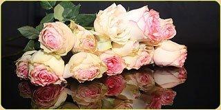 Украшение свадебных машин живыми цветами